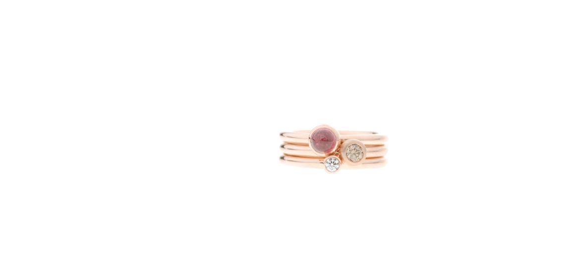 roodgouden-ring-met-wit-en-bruin-diamant-en-roze-toermalijn.jpg